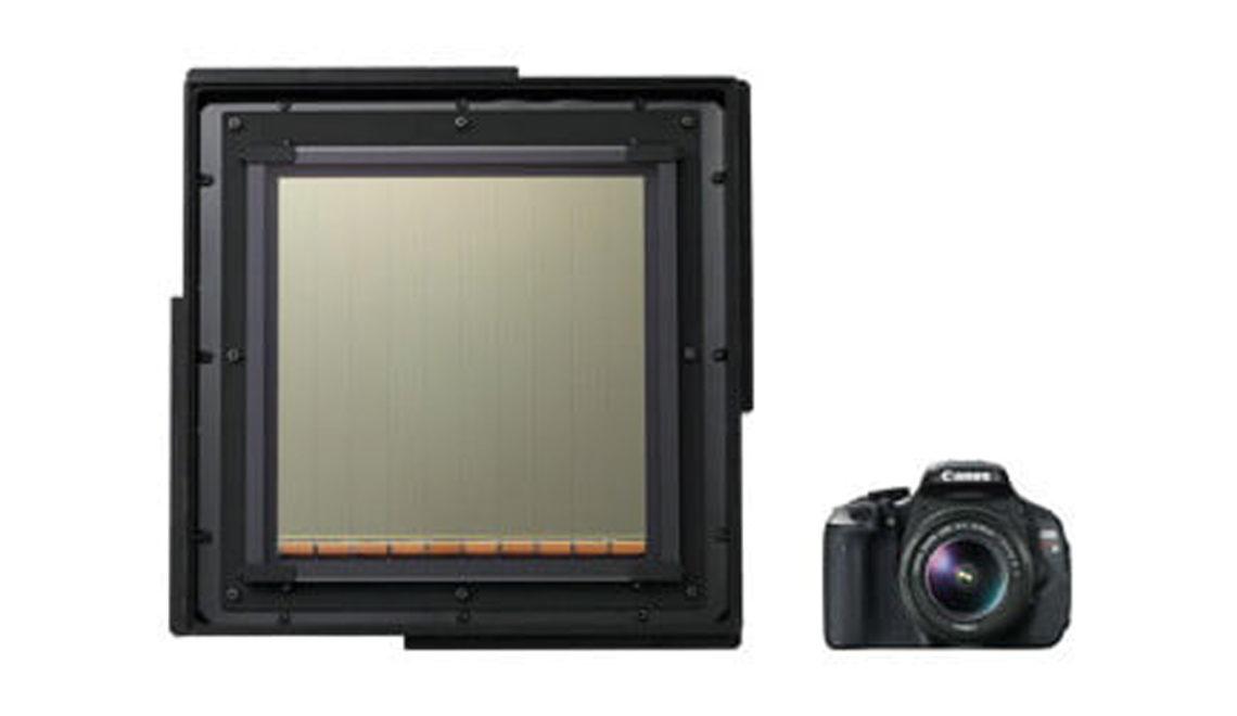 השבב הגדול - בעולם פי שלושה מגודל מצלמת EOS
