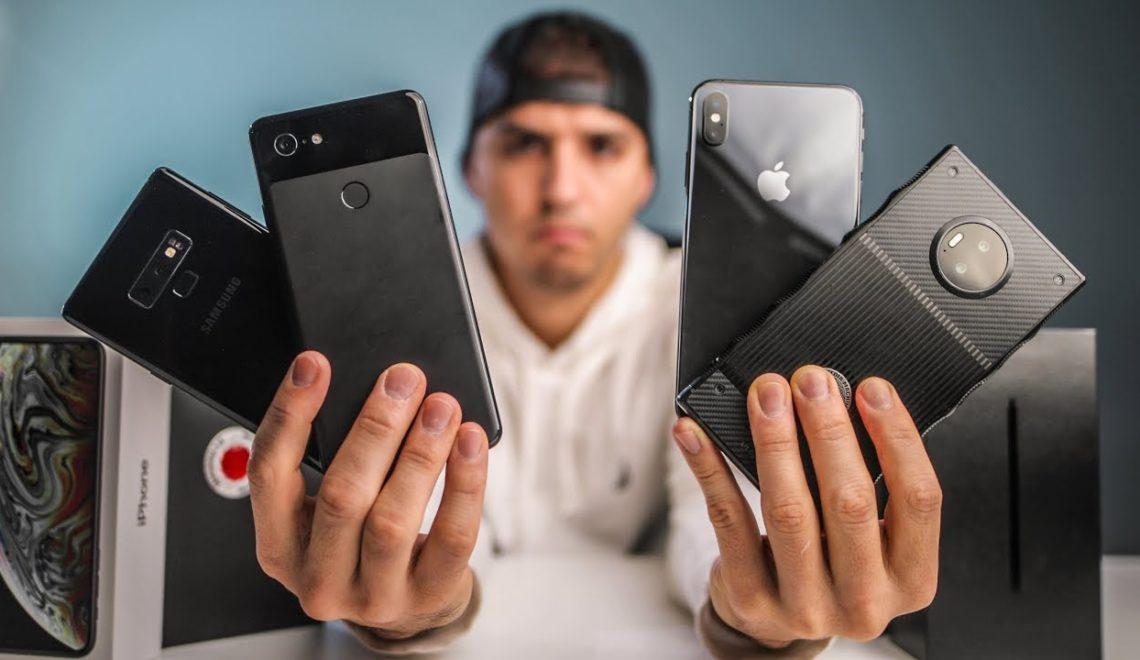 השוואה בין ארבעה סוגי טלפון, ביניהם מצלמת הטלפון של RED
