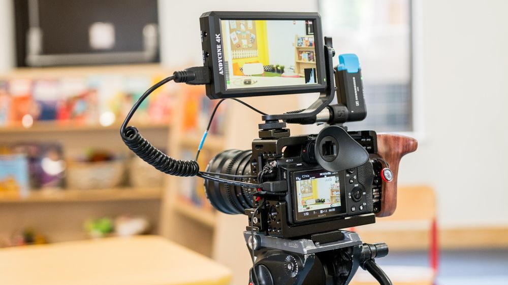 מוניטור 5.5 אינץ' חדש לצילום 4k